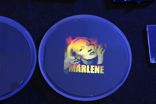 Ggay-tone rainbow hologram of the Marlene Dietrich image